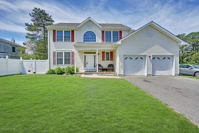 Toms River Single Family Home For Sale: 213 Beechmont Street