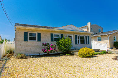 Toms River Single Family Home For Sale: 1351 Bay Avenue