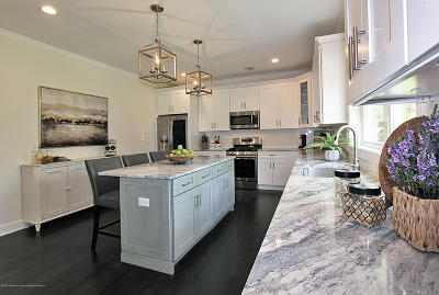 Holmdel Single Family Home For Sale: 642 Laurel Avenue