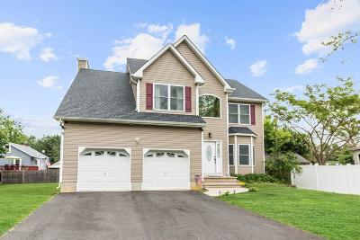 Matawan Single Family Home For Sale: 2 Northwood Place