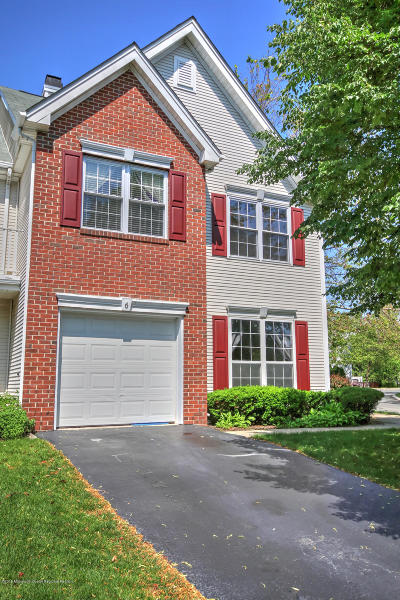 Holmdel NJ Condo/Townhouse For Sale: $450,000