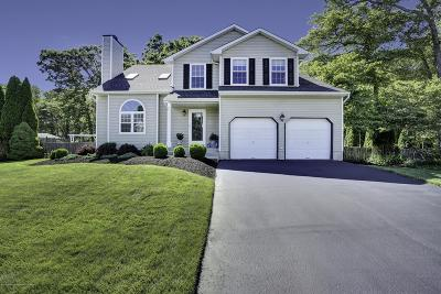 Howell Single Family Home For Sale: 22 Silverbrooke Circle