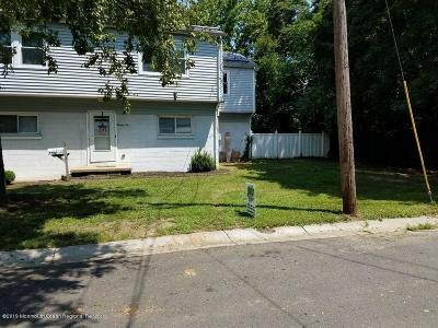 Keansburg Single Family Home For Sale: 21 Mason Place