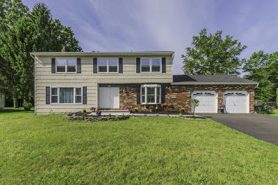 Marlboro Single Family Home For Sale: 17 Peach Tree Court