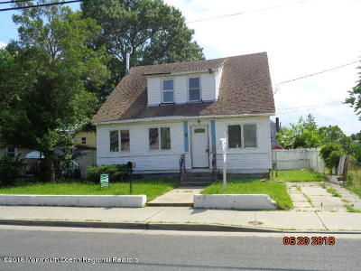 Keansburg Single Family Home For Sale: 48 Center Avenue