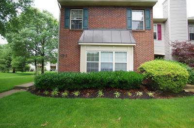 Freehold Condo/Townhouse For Sale: 13 Stuart Drive #1