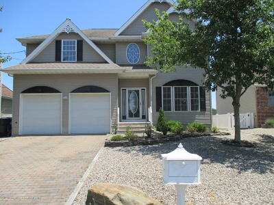Brick Single Family Home For Sale: 153 Royal Drive