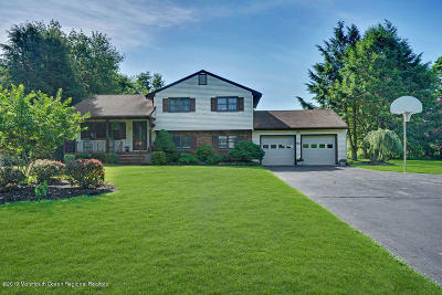 Single Family Home Under Contract: 52 Duchess Court
