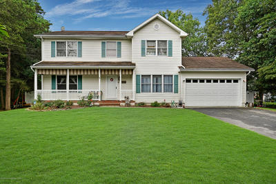 Howell Single Family Home For Sale: 125 Waverly Place