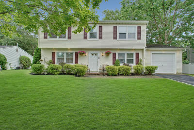 Howell Single Family Home For Sale: 17 Pine Needle Street