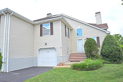 Wall Rental For Rent: 128 Racquet Road
