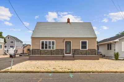 Toms River Single Family Home For Sale: 35 Neptune Road