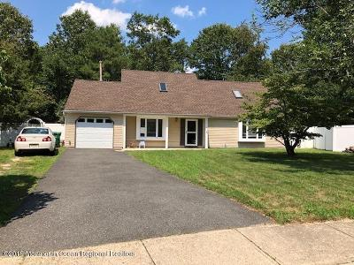 Howell Single Family Home For Sale: 11 Deck Court