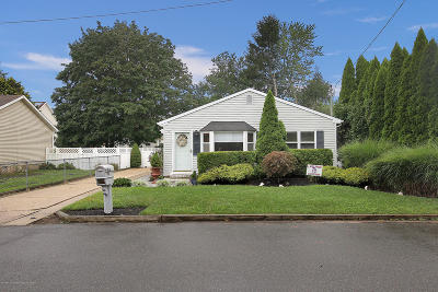 Monmouth County Single Family Home For Sale: 1403 Valley Drive