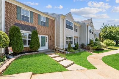 Freehold NJ Condo/Townhouse For Sale: $265,000