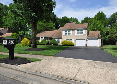 Manalapan Single Family Home For Sale: 20 Woodland Circle