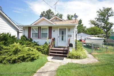 Keansburg Single Family Home For Sale: 17 Johnson Lane