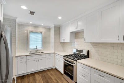 Holmdel Condo/Townhouse Under Contract: 84 Agostina Drive