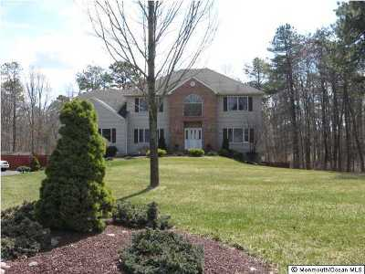 Freehold Single Family Home For Sale: 124 Tree Top Circle