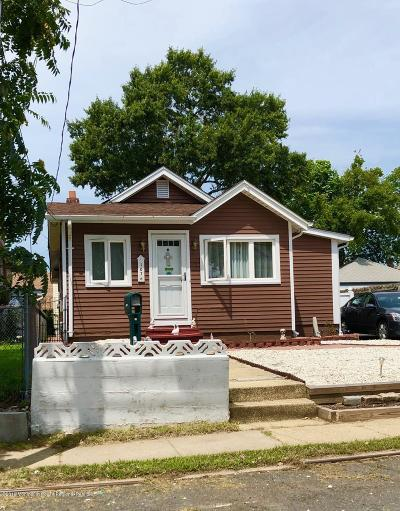 Keansburg Single Family Home For Sale: 107 Highland Boulevard