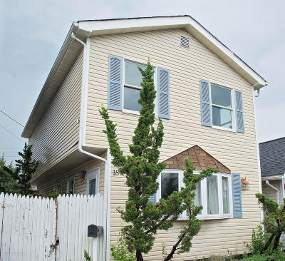 Keansburg Single Family Home For Sale: 18 Waterview Place