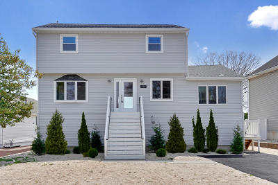 Toms River Single Family Home For Sale: 139 Pinewood Road