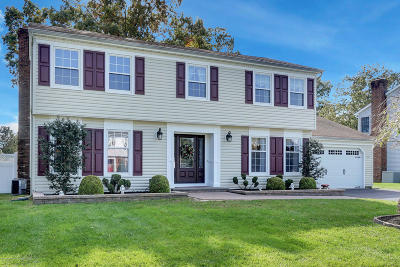 Toms River Single Family Home For Sale: 241 Constitution Avenue