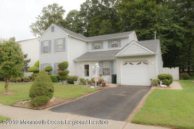 Freehold Single Family Home For Sale: 77 Mariners Cv