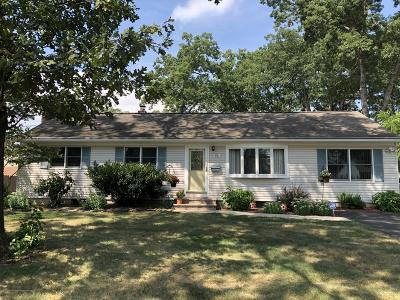 Toms River Single Family Home For Sale: 870 Roundtree Drive