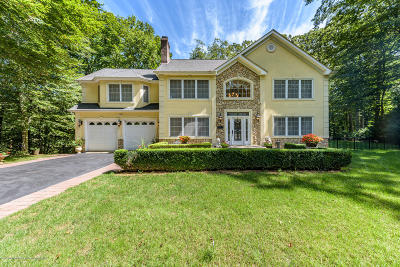 Morganville Single Family Home For Sale: 72 Reids Hill Road