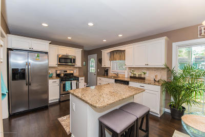 Brick Single Family Home For Sale: 103 Trinity Place