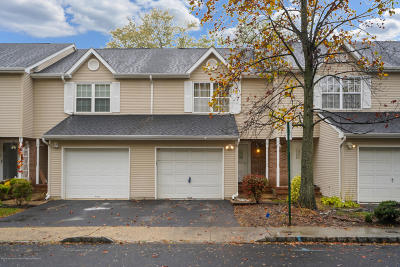 Aberdeen NJ Condo/Townhouse For Sale: $299,900