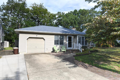 Point Pleasant Single Family Home For Sale: 1223 Curtis Avenue