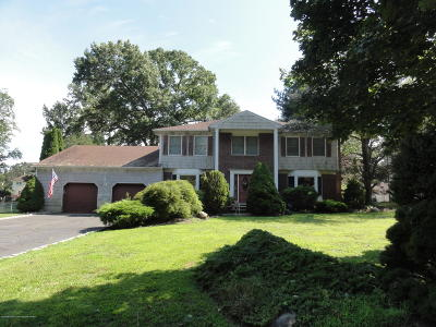 Monmouth County Single Family Home For Sale: 15 Manor Court