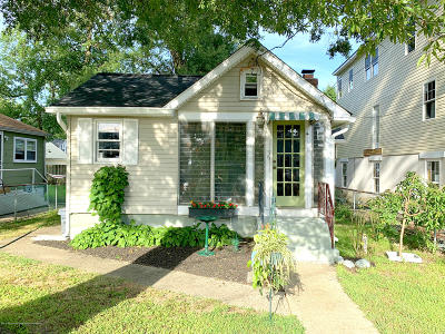 Keansburg Single Family Home For Sale: 30 Shadyside Avenue