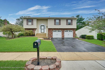 Howell Single Family Home Under Contract: 3 Cove Court