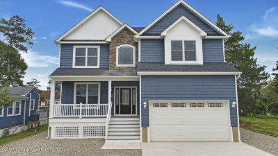 Toms River Single Family Home For Sale: 24 Woodhaven Road
