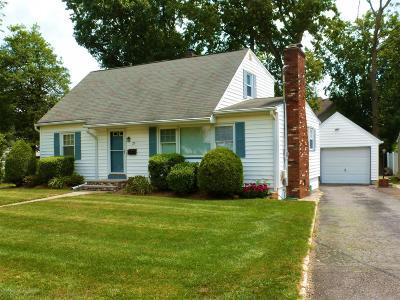 Matawan Single Family Home For Sale: 25 Edgewater Drive