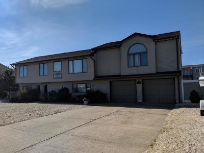 Toms River Single Family Home For Sale: 10 Antiqua Avenue