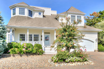 Long Beach Twp Single Family Home For Sale: 6 Hideaway Drive