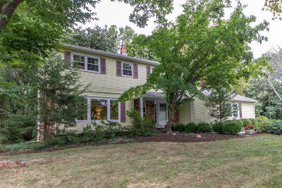 Holmdel Single Family Home For Sale: 34 Wildhedge Lane