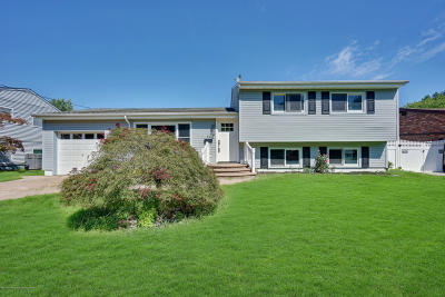 Hazlet Single Family Home For Sale: 52 Stanford Drive