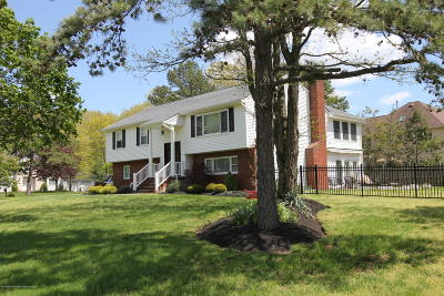 Eatontown NJ Single Family Home Under Contract: $649,900