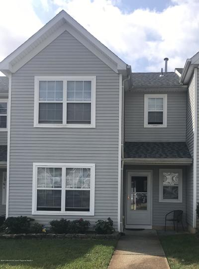 Toms River Townhouse For Sale: 206 Prosperity Court