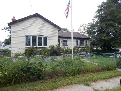 Keansburg Single Family Home For Sale: 22 Beechwood Avenue