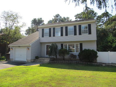 Point Pleasant Single Family Home For Sale: 170 Smith Circle