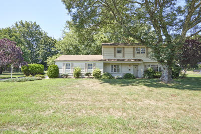 Middletown Single Family Home For Sale: 11 Heather Lane