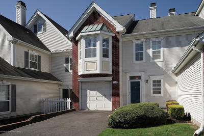 Wall Condo/Townhouse For Sale: 162 S Manor Court #1620