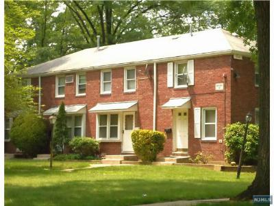 Englewood Condo/Townhouse For Sale: 130 Glenbrook Parkway #6f