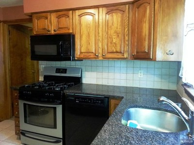 Teaneck Single Family Home For Sale: 1842 Longview Court